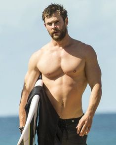 Pin for later: chris hemsworth shows off shirtless superhero muscles after a surf session with his dad Chris Hemsworth Shirtless, Liam Hemsworth, Shirtless Men, Chris Pratt, Jamie Dornan, Chris Evans Tumblr, Hemsworth Brothers, Australian Actors, Gorgeous Men