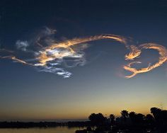 『天使と龍』が降臨したとしか思えない、美しい雲 21選+1 – grape [グレープ] – 心に響く動画メディア