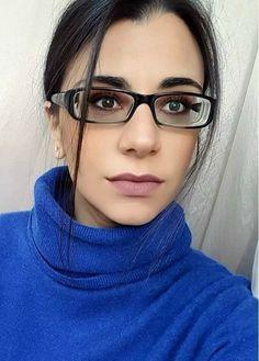 Girls With Glasses, Eyeglasses, Mini Skirts, Amazing Women, Beauty, Nice, Fashion, Eyes, Eyewear