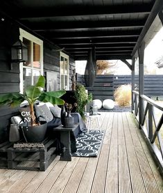 26 DIY Garden Privacy Ideas That Are Affordable & Incredible Outdoor Decor, Balcony Decor, Outside Living, House Exterior, Patio Design, Summer House, Exterior Design, Exterior