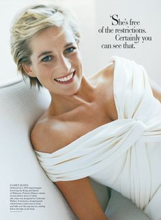 Diana, Princess of Wales, photographed by Mario Testino for the July 1997 cover of Vanity Fair. Princess Diana Fashion, Princess Diana Photos, Princes Diana, Princess Of Wales, Mario Testino, Lady Diana Spencer, Catherine Walker, Meg Ryan, Sophie Marceau