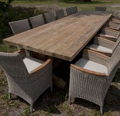 Great outdoor table.... and chairs
