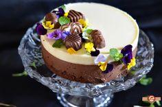 In fiecare an, in luna martie il sarbatorim pe Matei. Anul acesta am schimbat tortul cu fructe pe cel cu ciocolata, sau mai bine zis pe cel cu mai multa ciocolata decat de obicei. Asadar a iesit un tort Duo Chocolat, bun la gust si frum Something Sweet, Mini Cakes, Mousse, Frosting, Cheesecake, Pudding, Ice Cream, Desserts, Food