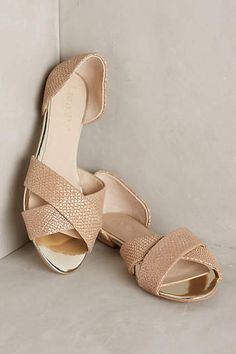 Anthropologie EU Lien.Do Preciosa Flats. the Lien.Do collection is filled with fashion-forward yet vintage-inspired styles for gals-on-the-go. The pretty pairs are handcrafted by luxury shoemakers around the world, and each takes a style cue from its birthplace.