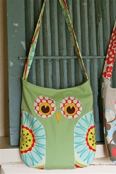Owl bag.  I'm totally making one of these as a library bag.