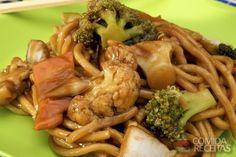Receita de Yakissoba de frango simples em receitas de massas, veja essa e outras receitas aqui!