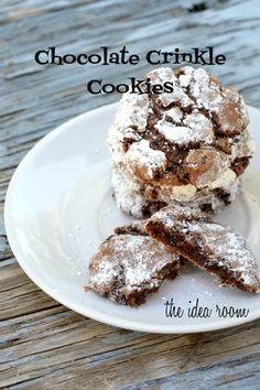 Chocolate Crinkle Cookie Recipe   theidearoom.net #recipes #cookies