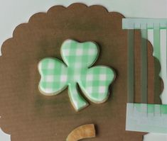 Sharon from SugarEd Productions shows you how to make this lucky gingham clover cookie for Saint Patrick's Day. St Patrick's Day Cookies, Holiday Cookies, Sugar Cookie Royal Icing, Sugar Cookies, Homemade Stencils, Plaid Decor, Cookie Tutorials, Cute Desserts, Fondant Tutorial
