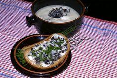 Houbové Hummus, Camembert Cheese, Menu, Ethnic Recipes, Food, Menu Board Design, Essen, Meals, Yemek