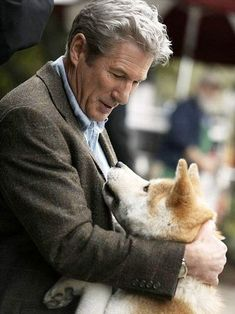 """Hachi, my friend, Parker is never coming home. But if Hachiko wants to wait, th… Star Pictures, Love Pictures, All Dogs, Dogs And Puppies, Doggies, Planeta Animal, A Dog's Tale, Marley And Me, Finding Nemo"