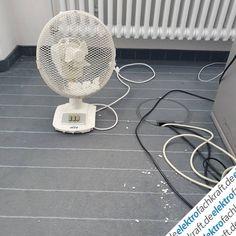 Die Hitze fordert erstes Opfer in der Redaktion von elektrofachkraft.de. Dieser Ventilator hat definitiv ausgedient. Aber er hat seinen Dienst getan, viele Sommer lang.