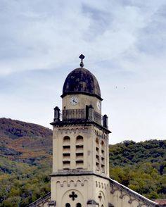 4 cadrans Bodet ornent le clocher de l'église Saint-Michel de Bastelica (2A), Corse.