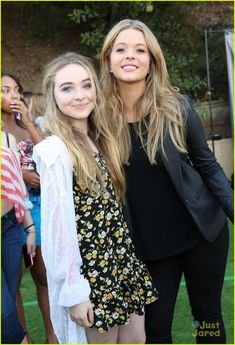 Sabrina Carpenter Meets Sasha Pieterse at JJ's Summer Fiesta Photo Dreams came true for Sabrina Carpenter this weekend! The actress met Pretty Little Liars' actress Sasha Pieterse at the 2014 JJ Summer Fiesta held… Girl Meets World Cast, Pretty Little Liars Meme, Sabrina Carpenter Style, Pineapple Clothes, Fall Outfits, Cute Outfits, Sasha Pieterse, Girl Inspiration, Girl Crushes