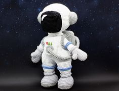 This pattern to create a crochet Astronaut Crochet Elephant Pattern, Crochet Patterns Amigurumi, Crochet Toys, Double Crochet, Single Crochet, Star Patterns, Baby Patterns, Baby Boots Pattern, Astronauts In Space