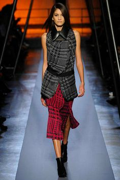 Roland Mouret | Fall 2014 Ready-to-Wear Collection | Style.com