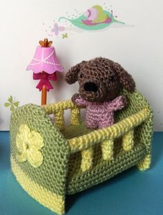 """Mini Puppy Amigurumi and his MIni-Crib - Free Amigurumi Pattern ( German and English) - PDF Format - Click to """" Mini-Crib"""" and """"Baby"""" in purple letters at the end of the post here: http://amilovesgurumi.com/2015/02/02/how-to-make-a-baby-no-not-what-you-think/ ༺✿ƬⱤღ https://www.pinterest.com/teretegui/✿༻"""