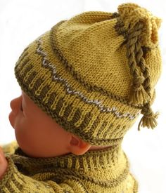 Knitting patterns for american girl doll clothes - This outfit looks fabulous with a green scarf Baby Born Clothes, Girl Doll Clothes, Girl Dolls, Knitted Dolls, Knitted Hats, Doll Patterns, Knitting Patterns, Handicraft, Puppets