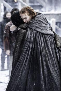 © HBO - Kit Harington as Jon Snow, Sophie Turner as Sansa Stark