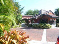 2000 S Bayshore Dr  Coconut Grove, FL 33133