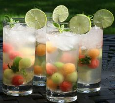 Melon Ball Mojitos blend the sweetness and freshness of melon into the classic mojito for a refreshing summer cocktail. Sangria Recipes, Drinks Alcohol Recipes, Yummy Drinks, Alcoholic Drinks, Beverages, Easy Mojito Recipe, Cantaloupe And Melon, Refreshing Summer Cocktails, Snacks