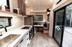 Draper Tiny House on Wheels moderne Architektur von Land Ark RV Tiny House On Wheels Architektur Ark Draper House Land moderne Tiny von Wheels Tiny House Movement, Compact Living, Tiny Living, Living Area, Living Room, Casa Loft, Casas Containers, Best Tiny House, Luxury Vinyl Plank