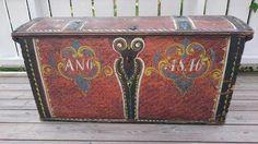 Nydelig rosemalt kiste fra 1800 tallet