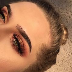 Beautiful look @jahdefinitelyfeel BROWS: #Dipbrow in Medium Brown EYES: Modern Renaissance palette #anastasiabeverlyhills #modernrenaissance