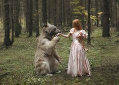 ¿Alguna vez has visto un oso saludando a una princesa en el bosque?