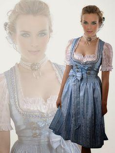 Glamouröses #Designer #Dirndl in Türkis/Silber... himmlisch zart mit Feingefühl für #Stil und #Eleganz -Zwei schillernde Farbtöne, die sich ganz wunderbar ergänzen. Dieses herrliche Designer-Dirndl wirkt umwerfend attraktiv mit unvergleichlich eleganter Nuance. Kostbar und schmeichelnd wirkt das edle Silber im Mix mit aufregendem Türkis. #fashion #tracht #mode #beauty #style