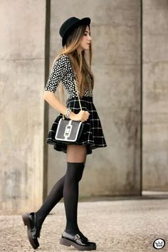 FashionCoolture - look du jour Black and white outfit polka dots top plaid skirt - Mode ❤️ - Black And White Outfit, White Outfits, Casual Outfits, Black White, White Plaid, Hipster School Outfits, Pink White, Black Skirt Outfits, Black Rock