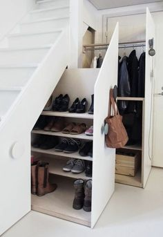 Genius Under Stairs Storage Ideas For Minimalist Home 03 Garage Shoe Storage, Coat And Shoe Storage, Entryway Shoe Storage, Understairs Shoe Storage, Entryway Ideas, Closet Storage, Understairs Ideas, Hallway Shoe Storage, Entrance Ideas