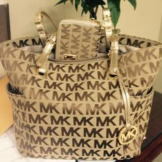 Welcome to our fashion Michael Kors outlet online store, we provide the latest styles Michael Kors handhags and fashion design Michael Kors purses for you. High quality Michael Kors handbags will make you amazed. Outlet Michael Kors, Cheap Michael Kors, Michael Kors Selma, Mk Handbags, Handbags Michael Kors, Michael Kors Bag, Mickel Kors, Carteras Michael Kors, Look Fashion
