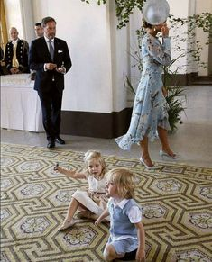 Princess Victoria's birthday Celebrations, July 2017 - family of Princess Madeleine Princess Victoria Of Sweden, Crown Princess Victoria, Pictures Of Princesses, Sweden Fashion, Swedish Royalty, Royal Babies, Royal Fashion, Mother Of The Bride, Celebrities