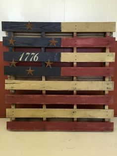 Americana crate possible idea but smaller Pallet Crafts, Diy Pallet Projects, Wood Crafts, Wood Projects, Pallet Ideas, Americana Crafts, Patriotic Crafts, Patriotic Decorations, Americana Kitchen