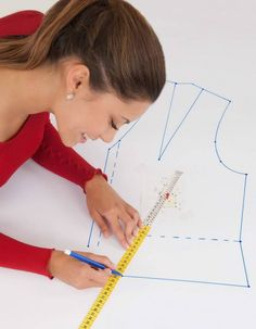 This particular photo is genuinely a magnificent style procedure. This particular photo is genuinely a magnificent style procedure. Dress Sewing Patterns, Clothing Patterns, Crochet Patterns, Simple Dress Pattern, No Sew Curtains, Different Stitches, Crochet Round, Pattern Drafting, Sewing Projects For Beginners