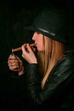 Mindy_Lighting_Cigar