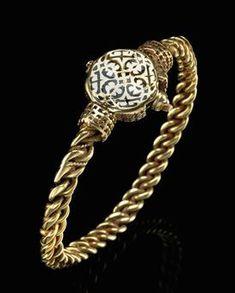A Seljuk nielloed gold wire bracelet, Iran, 11th century