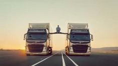 Chuck Norris Memes, Volvo Ad, Volvo Trucks, Truck Drivers, Jc Van Damme, Claude Van Damme, How To Do Splits, Alesso, Stunts