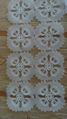 Irish lace Irish crochet flower motives, off white flower applique, Irish crochet decor, wedding dec Débardeurs Au Crochet, Thread Crochet, Filet Crochet, Irish Crochet, Crochet Leaves, Crochet Flowers, Crochet Tablecloth, Crochet Doilies, Diy Crafts Crochet