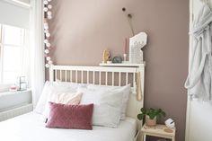 Flexa kleur van het jaar 2018 'Heart Wood'   Fotografie & Styling: Mevrouw Blond Girls Bedroom, Master Bedroom, Bedrooms, Wall Colors, Paint Colors, Uni Room, Tumblr Rooms, Toddler Bed, New Homes