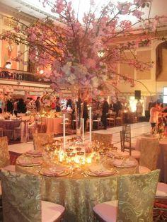 Google Image Result for http://4.bp.blogspot.com/_fiBn6-At4YM/S80clLCkB4I/AAAAAAAADKU/MR6l3TMUtdk/s1600/disney_wedding_david_tutera.JPG