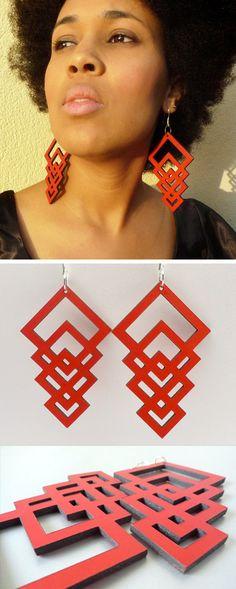 Orecchini in pelle rossa con forme geometriche // Red leather geometric #earrings - di Miss-Isis via it.dawanda.com