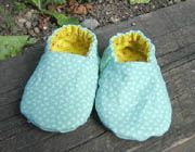 reversible fabric shoe for baby! So cute and tiny. These would look great in a retro patterned fabric.