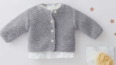 Le gilet layette au point mousse - Knitting And Crocheting Baby Boy Sweater, Knit Baby Sweaters, Girls Sweaters, Baby Cardigan, Baby Clothes Patterns, Crochet Baby Clothes, Clothing Patterns, Layette Pattern, Knit Cardigan Pattern