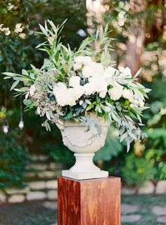 Elegant wedding flowers - Are having fabulous wedding flowers really important to you? Let us help you choose the best wedding flowers for you! We've a free guide that is going to help you make a decision fast and easy. Wedding Ceremony Flowers, White Wedding Flowers, Floral Wedding, Olive Wedding, Unity Ceremony, Elegant Wedding, Wedding Colors, Rustic Wedding, Ceremony Decorations