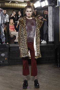 Ganni Copenhagen Fall 2016 Fashion Show Boho Fashion, Fashion Show, Fashion Design, Seoul, Fall Fashion 2016, Dress With Boots, Parisian Style, Fall 2016, Haute Couture