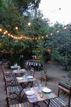 MADRID-COOL-BLOG-OLIVAR-DE-CASTILLEJO-09-G Outdoor Restaurant Patio, Outdoor Cafe, Outdoor Dining, Outdoor Decor, Café Exterior, Gold Leaf Art, Garden Table And Chairs, Garden Cafe, Heaven Sent