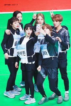 Your number one Asian Entertainment community forum! Red Velvet, Ulzzang, Rose Adidas, Korean Best Friends, Nct Dream Members, Kpop Couples, Boy Photography Poses, Fandom, Big Love