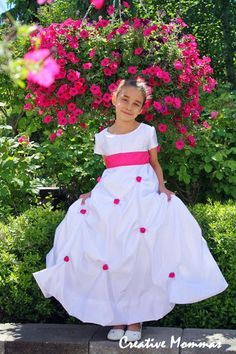 If you have a little dancer in your life, you absolute have to get started on this How to Make a Tutu Dress tutorial. Any pretty little princess will feel absolutely royal when she slips on this adorable little tutu dress. Girls Formal Dresses, Little Girl Dresses, Flower Girl Dresses, Princess Dresses, Tutu Dress Tutorial, Dress Tutorials, Skirt Tutorial, Sewing Kids Clothes, Sewing For Kids