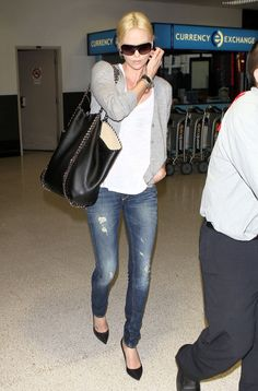 LOVE THIS LOOK!    By adding a chain-adorned Stella McCartney tote, Charlize's jeans-and-tee combo got a polished boost.
